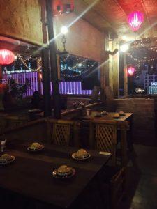 ホーチミン古アパートメントRooftopレストラン【Mountain Retreat】