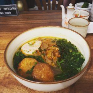 カニの出汁と、太麺の米粉麺が最高にマッチするBanh Da Cuaが自慢の【Banh Da Cua Di ly】。